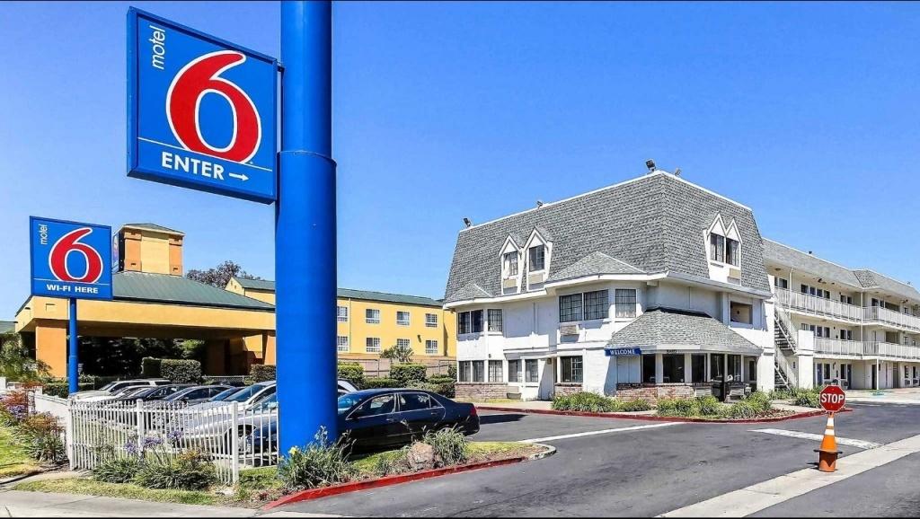 Motel 6 Oakland Airport Hotel In Oakland Ca ($79+)   Motel6 - Motel 6 Locations California Map